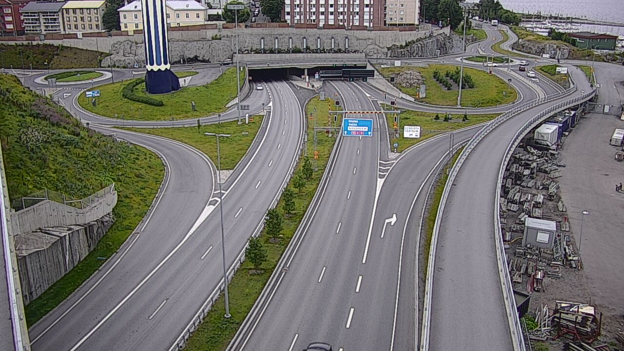 Road weather camera image, Road 12 Tampere, tunnel entrance, east.